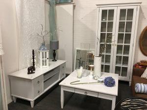 Nieuw binnen! | Prachtige set meubelen | 3-delig| In goede staat